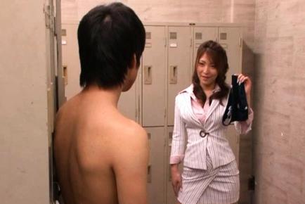 Kokomi Sakura Asian beauty gets a hardcore sexual experience