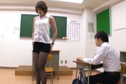 Tamaki Nakaoka wants to make a hot footjob