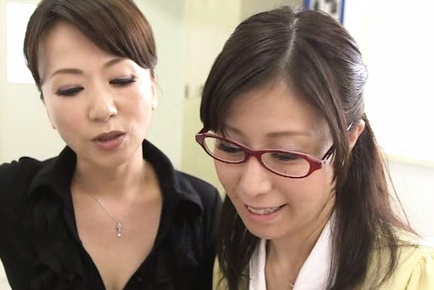 Naughty teacher in hot mmff sex action in class