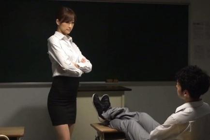 Sexy teacher Ichika Kanhata is eager to suck some cock
